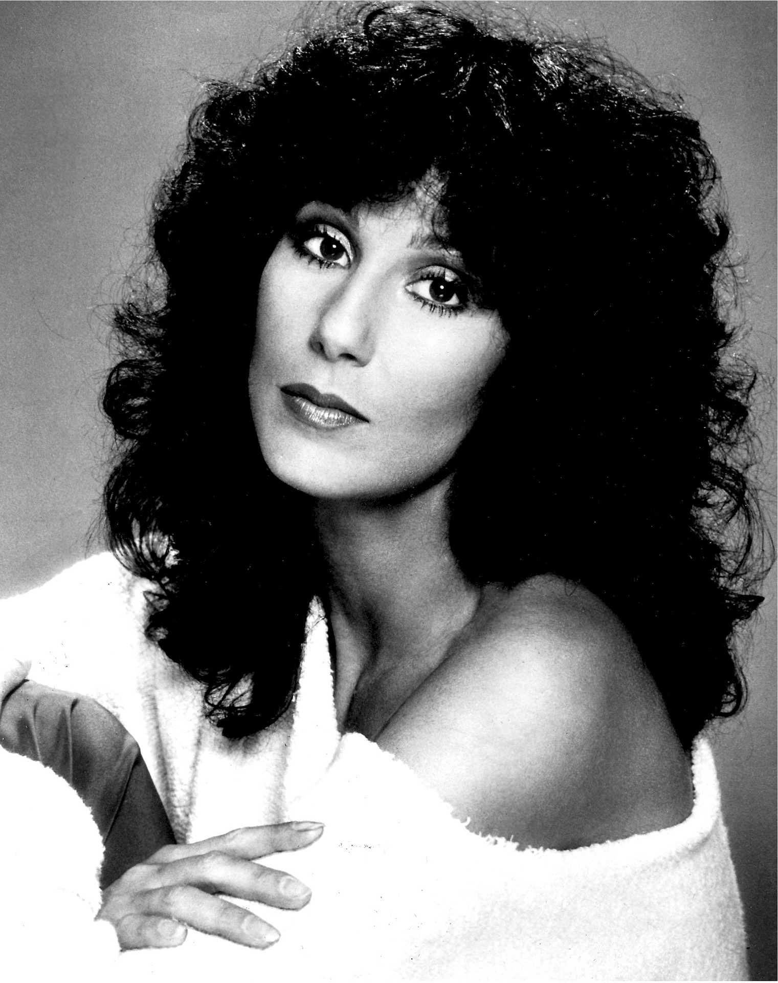 https://pixabay.com/en/cher-cherilyn-sarkisian-entertainer-509344/