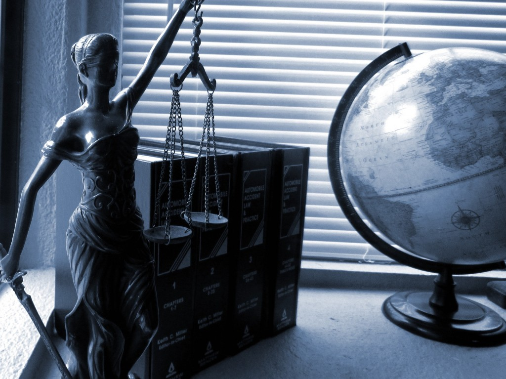 https://pixabay.com/en/lady-justice-legal-law-justice-2388500/